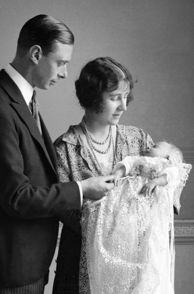 La princesse elizabeth avec ses parents le 29 avril 1926